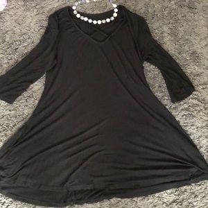 Tops - Medium Black 3/4 Sleeve Tunic Top with pockets!